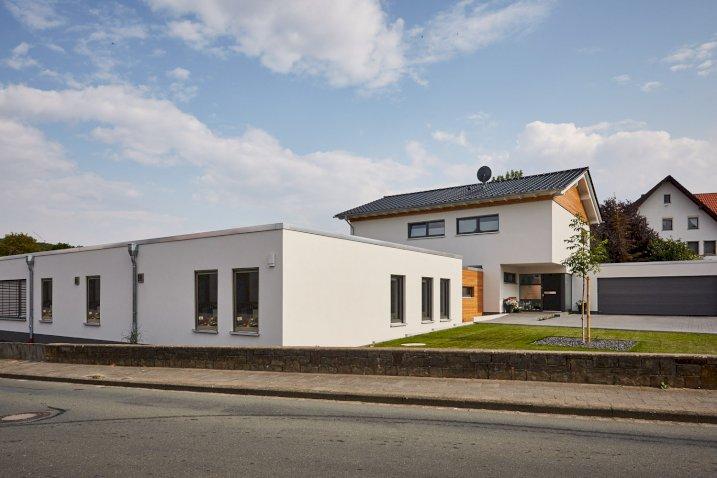 Einfamilienwohnhaus mit Betriebsstätte in Borchen in Holzrahmenbauweise