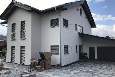 Zweifamilienwohnhaus mit Garage